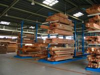 0111サイドフォークリフトを使ったプレカット工場の製品保管ラック (株)東海プレカット 大口工場