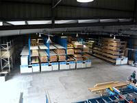 0117 省スペースに多品種少量の造作材を収納し、円滑な邸別出荷を実現する移動ラック (株)林産