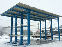 0142 降雪期に薪ストーブ用木材の天然乾燥を補助する屋外用ラック 木村製材所