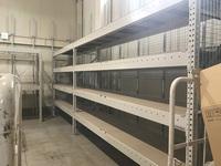 198 箱物を収納するための板付きパレットラック A社
