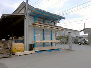 空きスペースに屋根付きバーラック.jpg