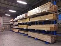 242 商品(3~6Mの木材)をピッキングしやすくするためのラック (有)菊新木材店