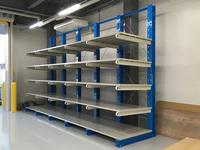 251 アクリル・プラスチック製品を保管するための棚板付バーラック A社
