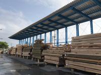 282 木材を強烈な日差しから守るための屋根付きラック(ルーフラック) (株)ワイテック 沖縄プレカットセンター