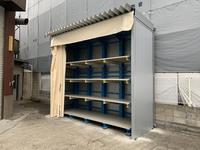 293 成型用のプラスチック材を多段保管するための屋根付きバーラック A社