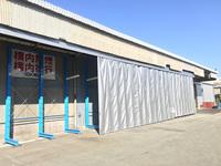 314 雨が吹き込む下屋部分に芯材カーテンを取り付けて簡易倉庫に (株)田中材木店 工場部