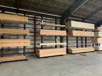 332 長尺木材をストックするためのバーラック A社