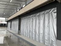 334 シャッターボックスの設置が難しい条件で安価に大断面開閉壁を作る方法 A社