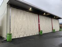 349 両側から開口できる雨避け風避け芯材カーテン A社